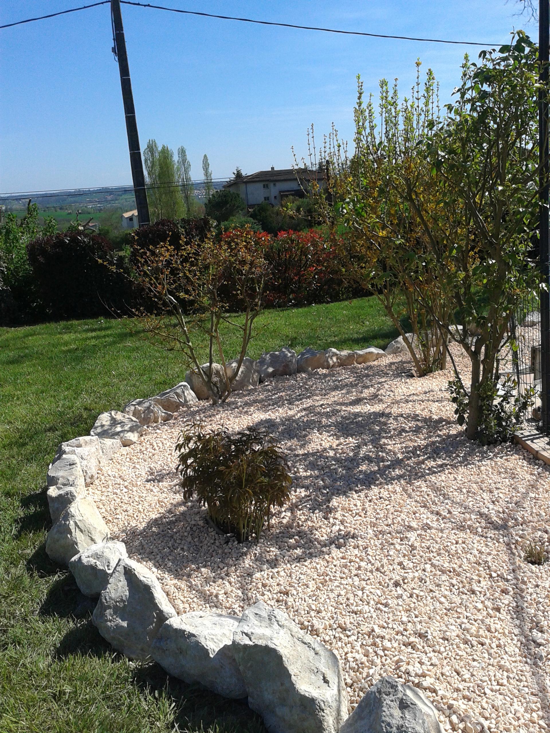 Laurent plas am nagement et entretien de vos espaces for Massif pierre jardin
